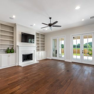You can't go wrong with classic built in shelves and beautiful doors leading to the outside living space! Love this Living Room in The Grove. 🌟 #shreveporthomes #louisianahomes #livingroom