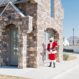 We send everyone warm wishes for a happy Christmas! #santasighting #shreveportsanta