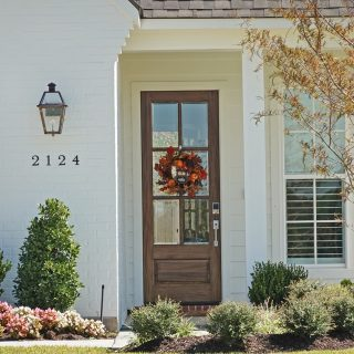 This home on Old Grove Circle gives their guests a lovely warm welcome. Have a wonderful day!  #shreveporthomes #grove318 #homedesign #frontdoorlove